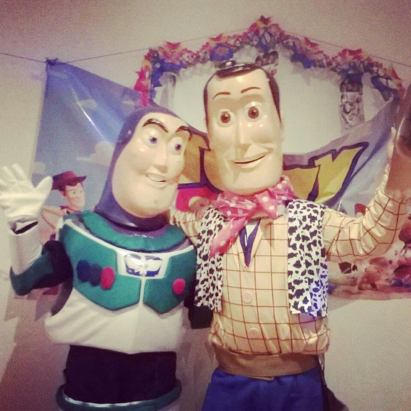 Muñecos Para Fiestas Infantiles - Woody y Buzz Light Year